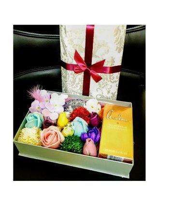 Cutie Cadou cu flori de sapun si parfum Chalou Gold