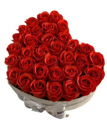 Cutie cadou cu 30 trandafiri de sapun