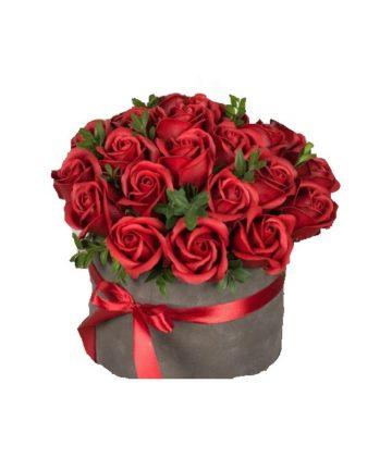 Cutie de catifea cu trandafiri de sapun